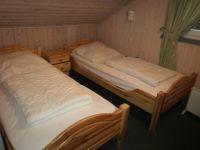 2. Schlafzimmer oben 2 Betten 80 x 200